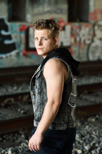 Jonathan Lipnicki!! He was such an adorable kid in the movie, Jerry Maguire, and look at him now!!