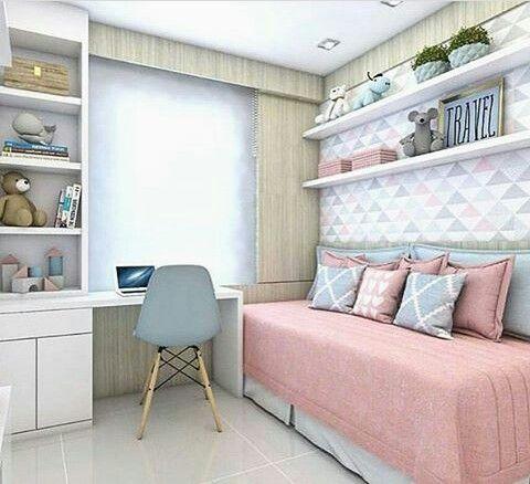 Amei a cor da madeira e conjunto de forma geral com as cores do papel de parede. Prateleiras acima da cama