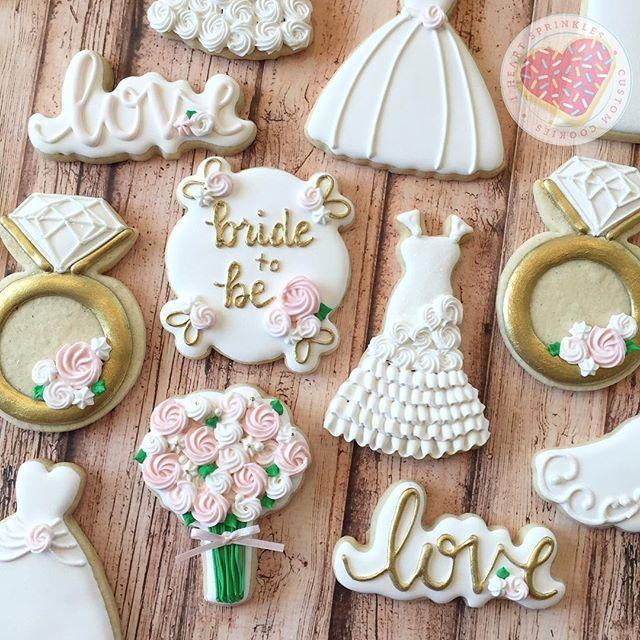 Bridal shower set. Gowns, flowers, gold, and sparkle!! ✨#iheartsprinklescookies #customcookies #sprinkles #houstonbakery #edibleart #sugarcookies #partyfavors #handmade #cookies #yummy  #dessert #iheartsprinkles #sparkle #houston