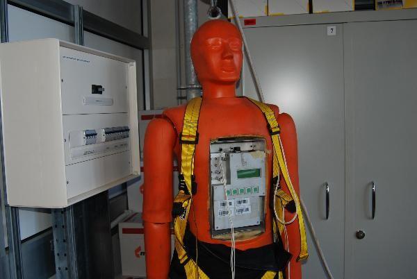 Dipartimento tecnologie di sicurezza  Laboratorio tecnologico per le strutture. Manichino per prove di caduta