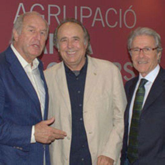 Serrat i l'Agrupacio dels veterans del Barça.