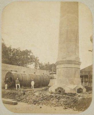 Ketelhuis van de ijsfabriek van Olie en Co. in Soerabaja in aanbouw 1885