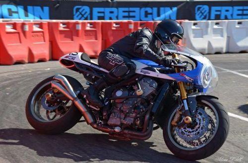 Triumph 675 Cafe Racer Drift - Matt Mekatrix - Photo by Mathieu Salingue Photographie #motorcycles #caferacer #motos | caferacerpasion.com