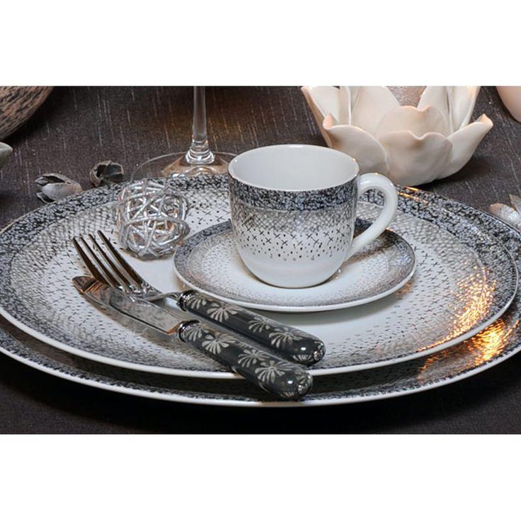 """Assiette plate collection """"Stella"""".  En grès, diamètre 27 cm.  Superbe qualité pour une table raffinée !"""