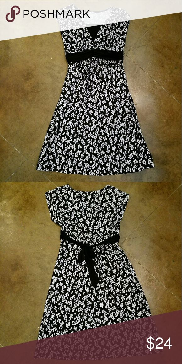 Maternity Dress Black and white maternity dress.  Empire waist.  Soft (kind of silky feeling) and stretchy.  So comfortable.   Feels like pj's.  Perfect like new condition.  Only wore once. Motherhood Maternity Dresses