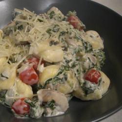 Gebakken ravioli met spinazie-champignonsalade  (recept uit het Donderdag Veggiedag kookboek van EVA)    Week 10