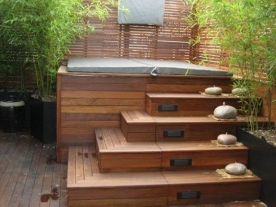 outdoor jacuzzi with stairs/lights