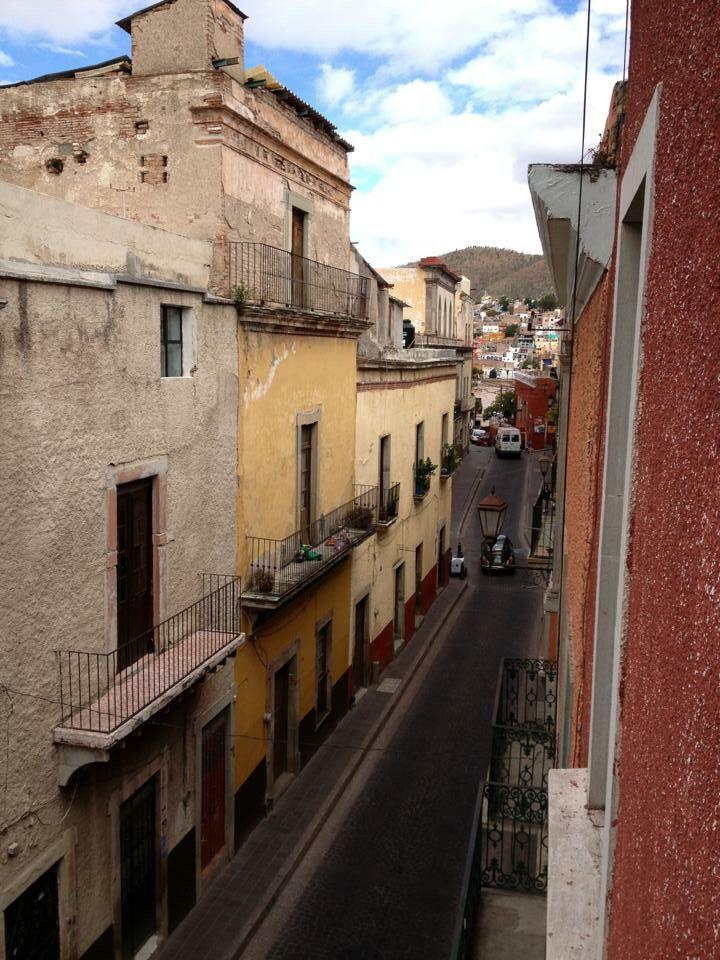 Calle Positos en Guanajuato, vista desde el Hostal. Sin filtro.
