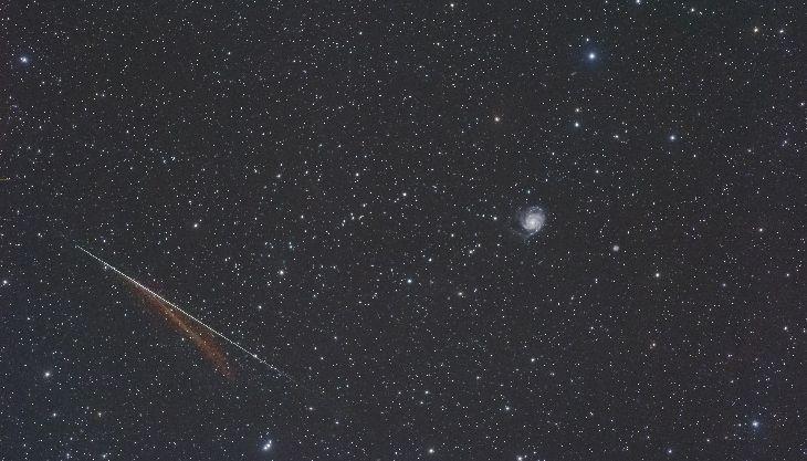 Comet Siding Spring (C/2013 A1), M101 And A Meteor - Taken by Yasushi Aoshima on May 19, 2015 @ Ishikawa, JAPAN