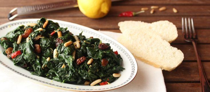 Spinaci in padella con uvetta e pinoli ricetta