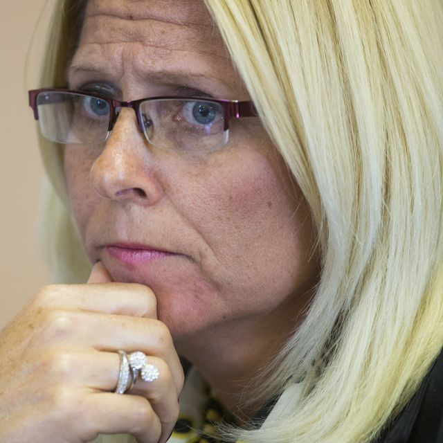 Sharon Helman, ex-director of the Phoenix VA medical center, gets probation after pleading guilty to not reporting gifts
