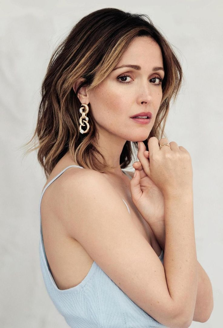 Breathtaking women — Rose Byrne at the Photoshoot for Evening Standard...