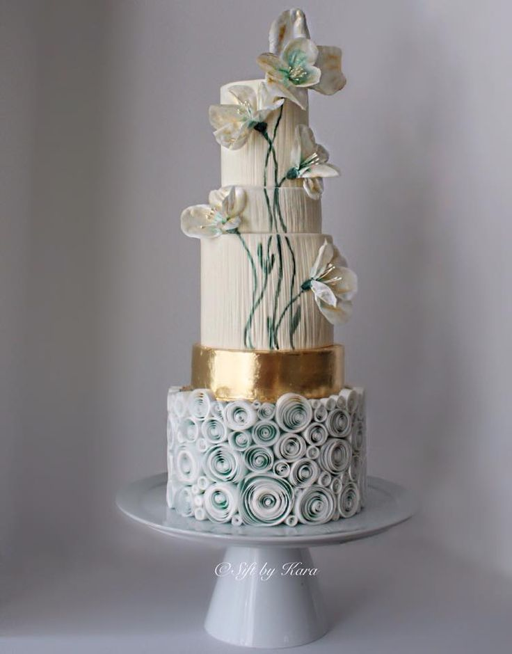 Just so arty!! Love everything about this cake! I wonder what it would look like with a silver tier instead of the gold to match the greyish and dark green shades...