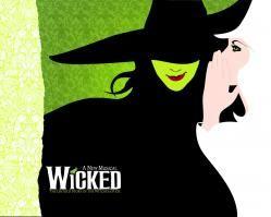 Wicked es un musical que se estrenó en el año 2003 en el teatro George Gershwin en Broadway. Cuenta la historia de las Brujas de Oz, Elphaba, la bruja mala del Oeste, y Galinda, el hada buena del Este, antes de que Dorothy, Toto y los demás llegaran
