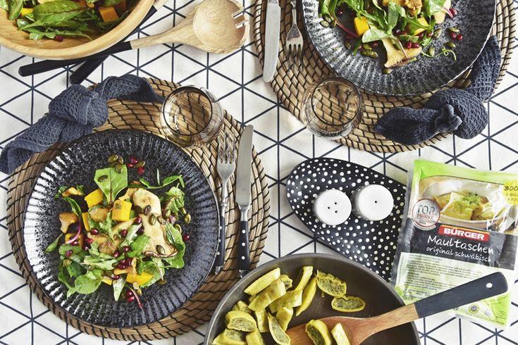 Mein Rezept für einen herbstlichen Salat mit Maultaschen, Butternuss-Kürbis Kräuterseitlingen & Pfifferlingen | luziapimpinella.com