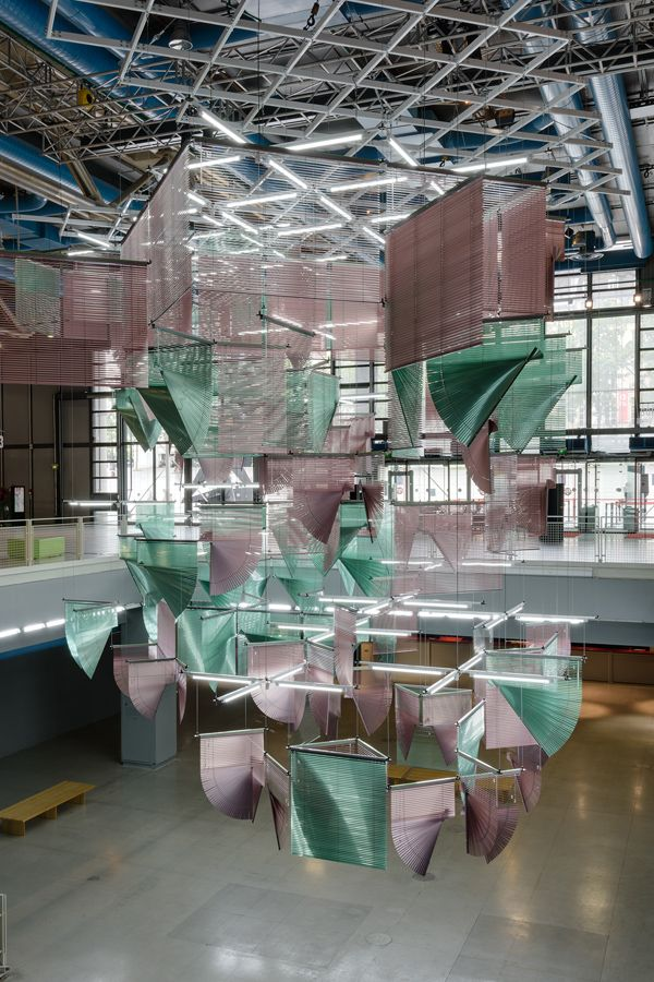 PARIS – To celebrate France-Korea Year 2015-2016, the Centre Pompidou in Paris invited South Korean artist Haegue Yang to make a site-specific installation to be shown in the Forum, which doubles as foyer and exhibition area. Her piece, Lingering Nous, extended over three floors, occupying the central part of the space.Born in Seoul in 1971, Haegue Yang employed ordinary Venetian blinds, a staple in her work since 2006, for the monumental abstract composition. Liberating the blinds from…