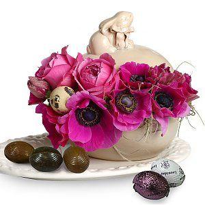 Aranjament floral pentru Paste cu bomboniera si praline Leonidas