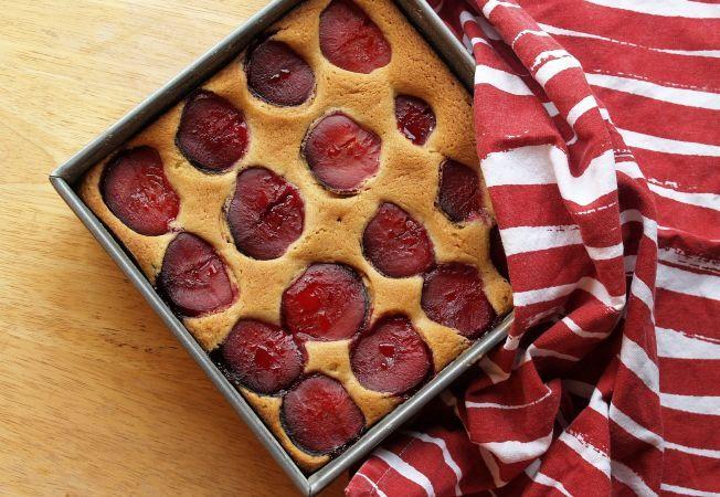 Prajitura cu prune, un must la inceput de toamna