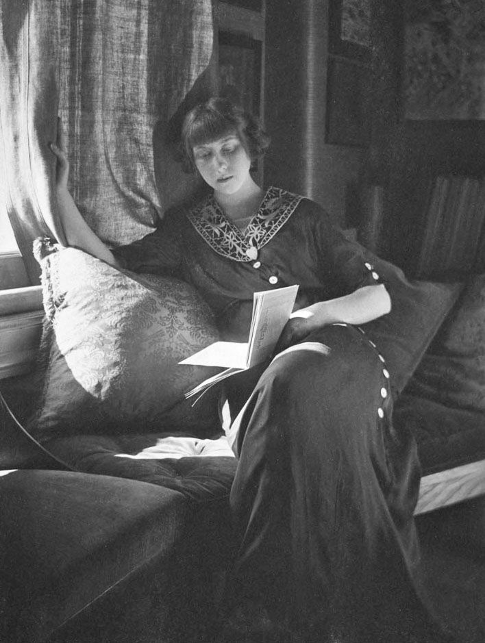 Women Reading - Gertrude Käsebier  Woman reading, ca. 1910