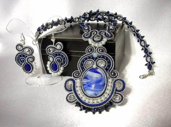 conjunto (collar y pendientes) con tecnica soutache  cristal de murano (imitac,cristal checo,cable soutache cosido totalmente a mano