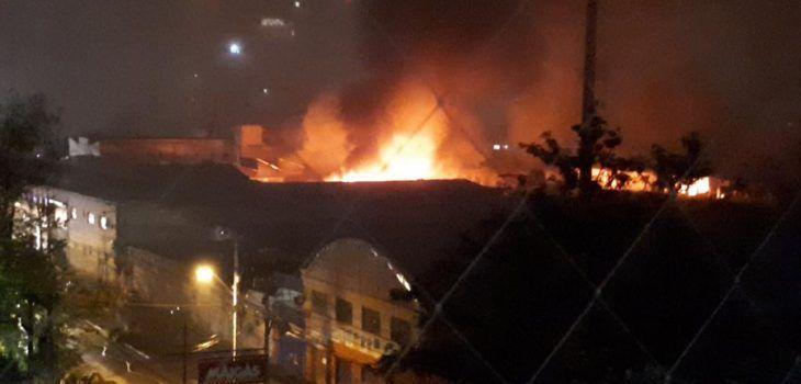 Incendio afecta a dependencias ubicadas tras el Juzgado de Familia de San Miguel - BioBioChile