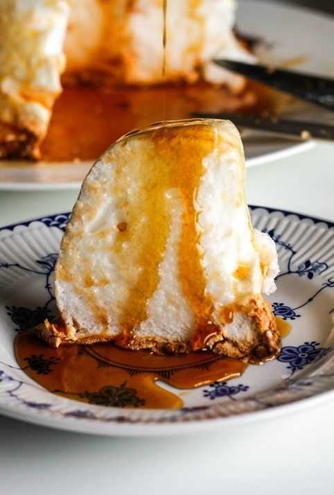 Pudim de claras - This beautiful, snow white Portuguese pudding with caramel sauce is a delicious way to use up leftover egg whites!