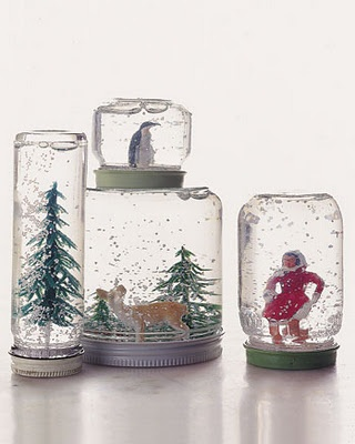 SuGGestion Week™: Globos de neve ^--^'Ideas, Baby Food Jars, Christmas Crafts, Snow Globs, Snow Globes, Winter Wonderland, Martha Stewart, Kids, Mason Jars