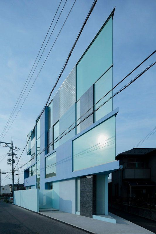 Modern and Thin Triangular Building in Wedge Site