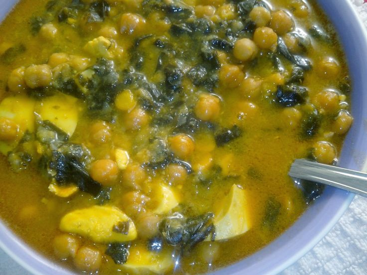 Varios platos de legumbres