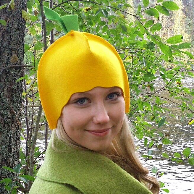 Sitruuna-malli. Saunaan, kylpytynnyriin, avantoon tai pakkas säähän. Konepesunkestävät Leeni ruotteet ovat muotoiltu hyvin istuviksi. Lemon-model. Wear Leeni Finland hat in the hot tub, in and after sauna.#lemon #saunahats #MadeInFinland