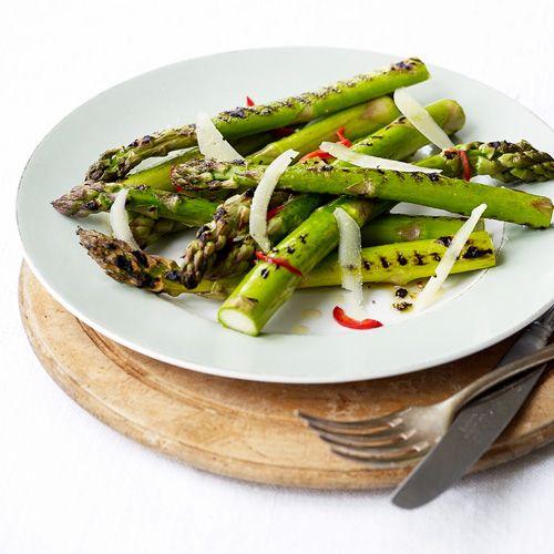 Gegrilde asperges met pecorino recept - Jamie magazine