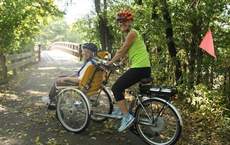 Idosos ou deficientes físicosconfinados emcadeiras de rodanão podem aproveitar osbenefícios saudáveis que provêm de uma voltinha de bicicleta na natureza. Mas agora, com o programa Healing Rides (algo traduzido como 'Passeiosque Curam'), a eles é dada aalegria de andar de bicicleta como qualquer outra pessoa. O programa uneciclistas voluntários com convidados de mobilidade limitada para darem um passeio por um local chamado de Constitution Trail, uma trilha de 58 quilômetros no…