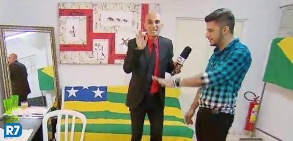 Relembre a visita de Amin Khader nos bastidores do show de @CristianoAraujo http://r7.com/vBKf