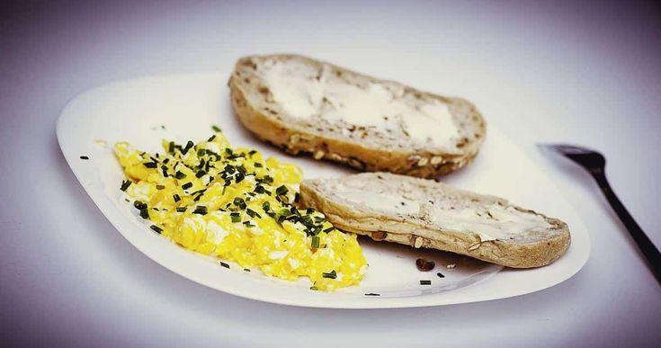Huevos revueltos para desayunar