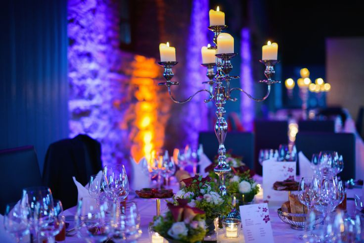 Veja 18 tipos de decoração com velas, do simples ao luxo.