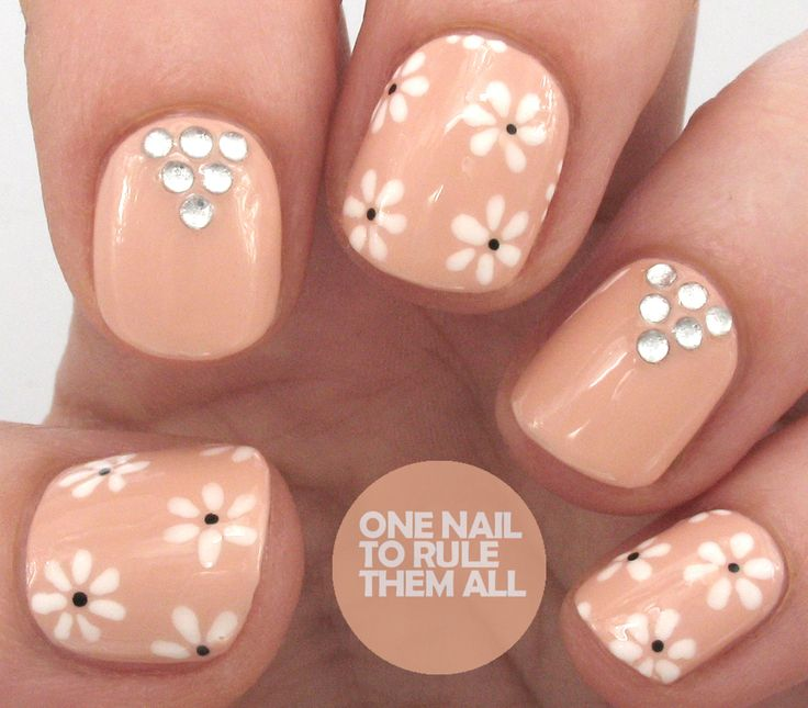 Tutorial Thursday: Daisy Rhinestones for Divine Caroline - One Nail To Rule Them All