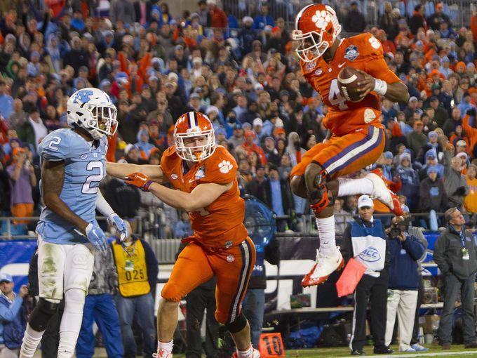 Clemson quarterback Deshaun Watson scores a touchdown