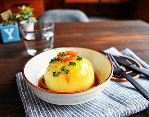 材料1つ【レンジ】丸ごと玉ねぎのガリバタ蒸し *鶏肉の冷凍つくりおきレシピ5選* : ゆーママ(松本 有美)