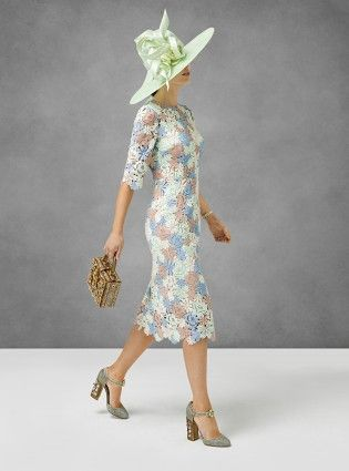 Picking out a fabulous dress, finding the perfect hat and daydreaming about catching a glimpse of the Queen Read more at http://www.womanandhome.com/fashion/537181/royal-ascot-dress-code#lMIkbxEiVGXKgwsP.99