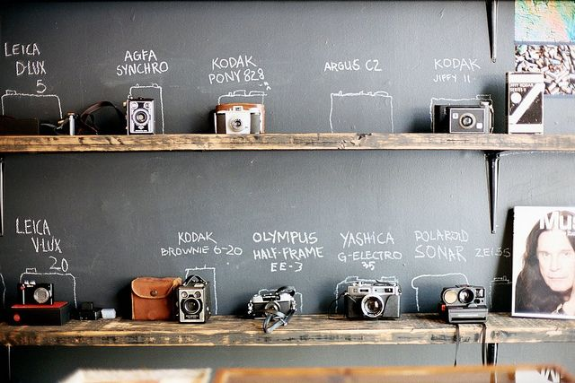 vintage camera collectionChalkboards Painting, Offices, Collection Display, Vintage Cameras, Chalk Boards, Wood Shelves, Cool Ideas, Chalkboards Wall, Old Cameras