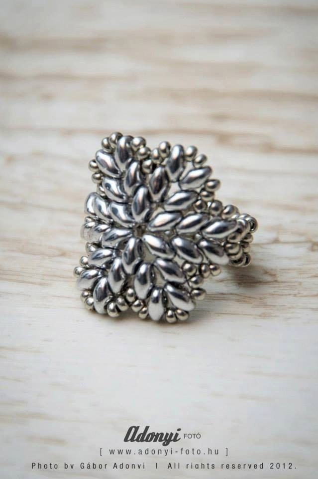 Hemma ring TUTORIAL by BelugaBeads on Etsy, $2.99. Need pattern for this -- it is no longer showing on Etsy.