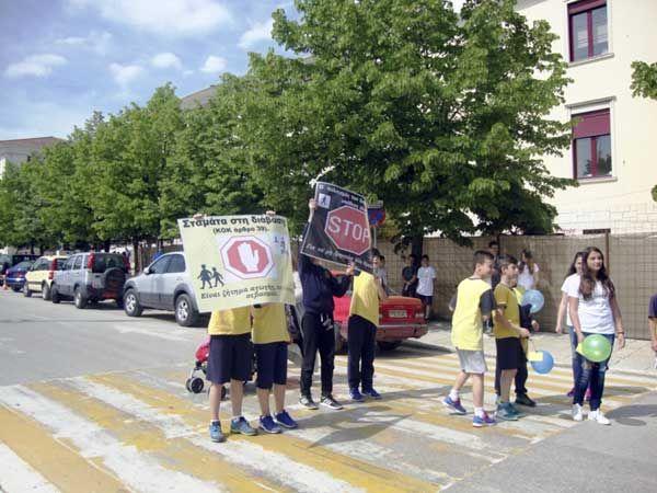 Γιάννενα: Μαθητές κάλεσαν τους οδηγούς να σέβονται τις διαβάσεις πεζών!