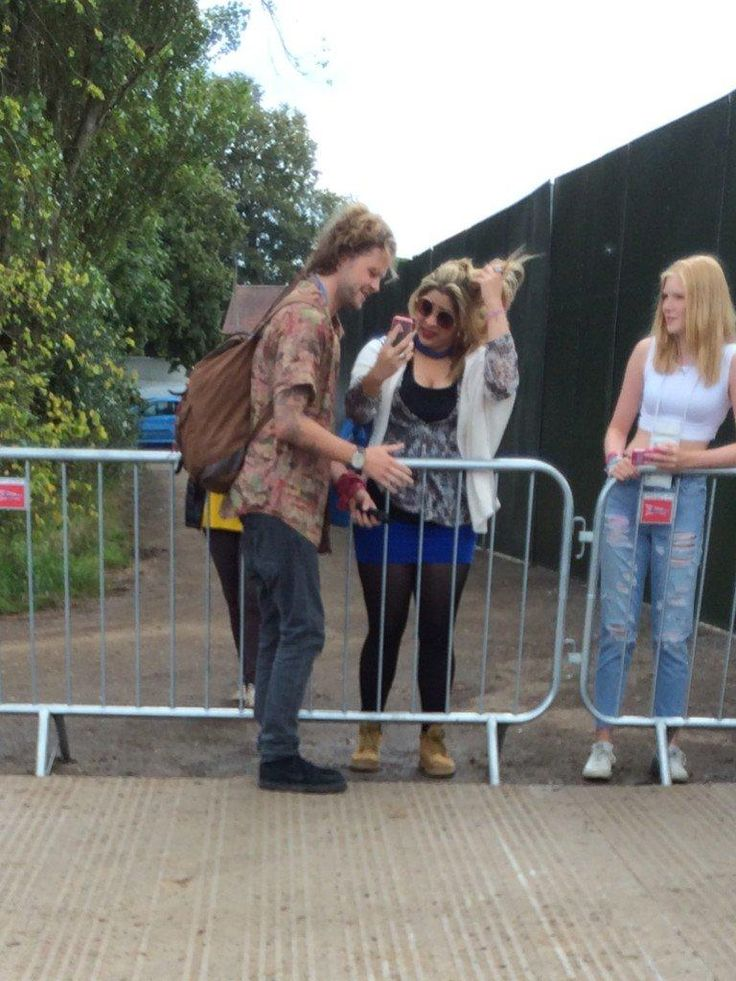 Nossa insider brasileira tirando foto com o Jay no Fusion Festival (thank u so much, @mireyiitta! Much appreciated.)