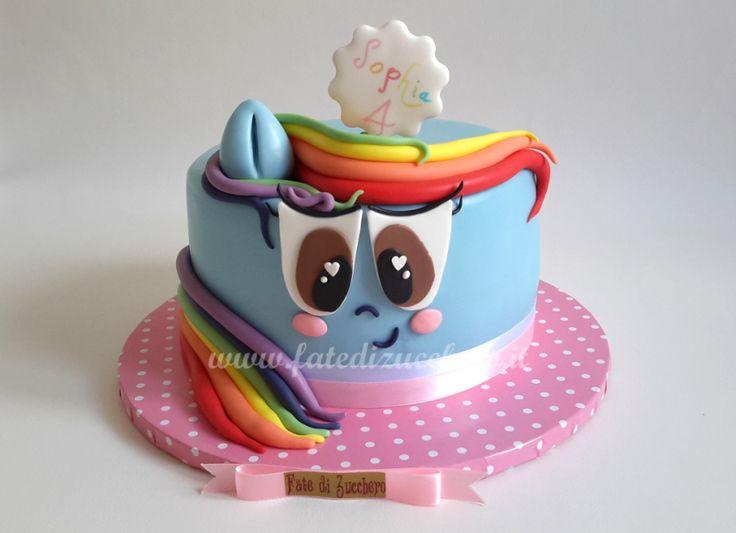 Torta My Little Pony: Rainbow Dash in versione 2D, interamente modellata a mano e personalizzata