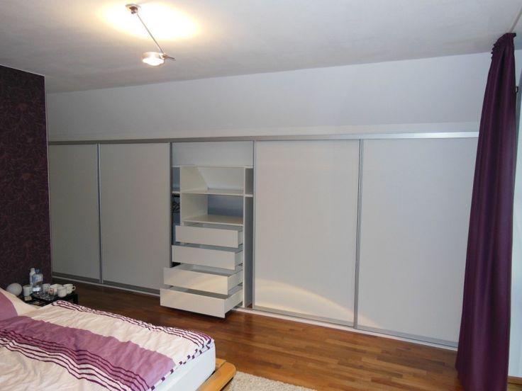 kleiderschrank in zimmer mit nach hinten verlaufender dachschr ge ideen p. Black Bedroom Furniture Sets. Home Design Ideas