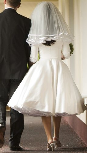 Vestido novia corto.
