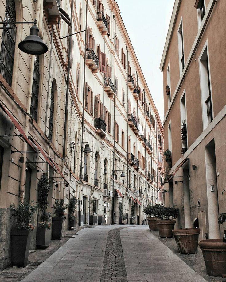 La maestosità di via Sulis.  Una delle vie più incantevoli di Cagliari