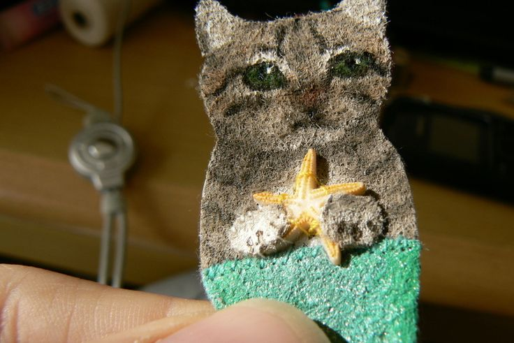 Cute overkill! MerCat brooch crafted from hand painted felt; a tutorial.