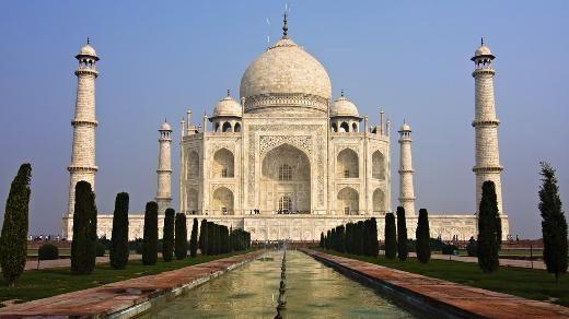 """Tac Mahal, Hindistan    Şüphesiz dünyanın en ünlü yapılarından biri. Üstelik en romantiği. Şah Cihan'ın kendisine 14'üncü çocuğunu doğururken ölen ikinci karısı Mümtaz Mahal anısında yaptırdığı bu beyaz mermer yapı, Hintli şair Tagore tarafından """"Sonsuzluğa karşı dökülmüş bir gözyaşı"""" olarak tanımlanmıştı."""