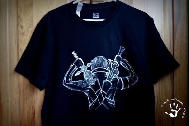 Ręcznie malowana koszulka z wojownikiem Kirito, czyli coś dla fana anime.  #anime #kirito #koszulka #ręczniemalowana #malowaneręcznie #rękodzieło #tshirt #dlaniego #handmade #handpainted #black